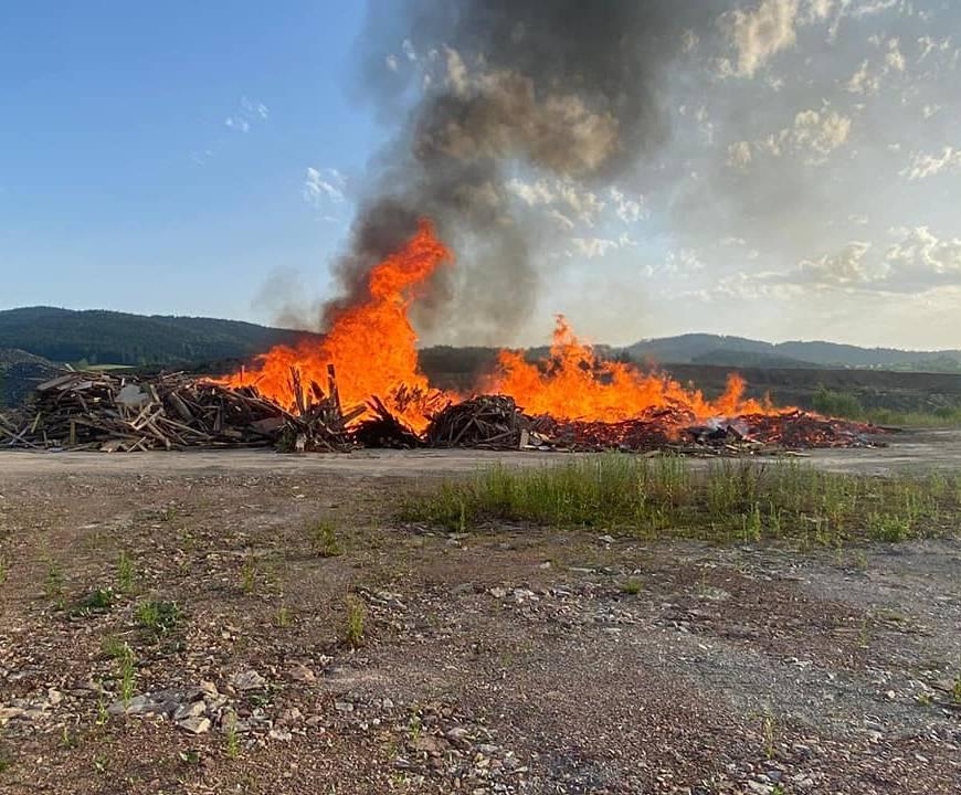 2 Brandeinsätze durch Sonnwendfeuer